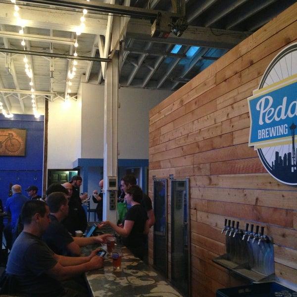 Снимок сделан в Peddler Brewing Company пользователем Jeff B. 4/7/2013