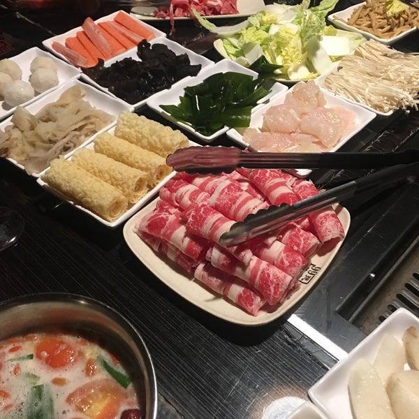Foto diambil di 99 Favor Taste 99號餐廳 oleh Weiley O. pada 1/23/2019