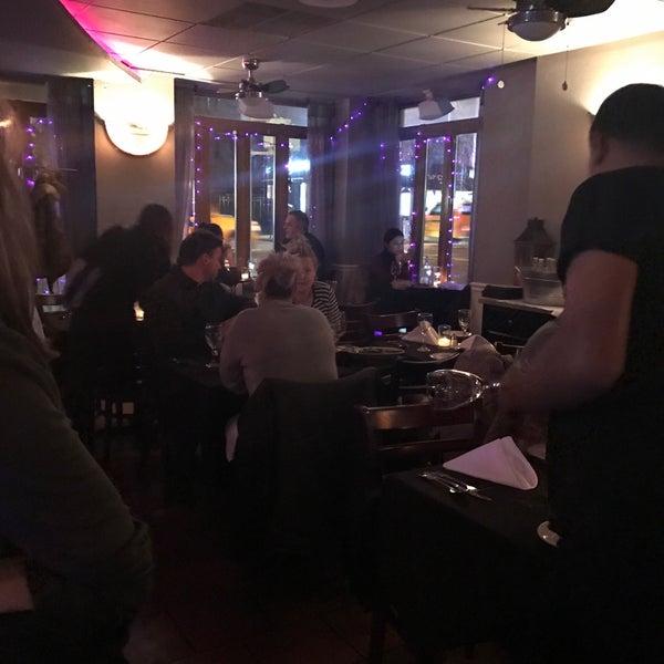 Das Foto wurde bei Lasagna Restaurant von @tessa H. am 1/22/2017 aufgenommen