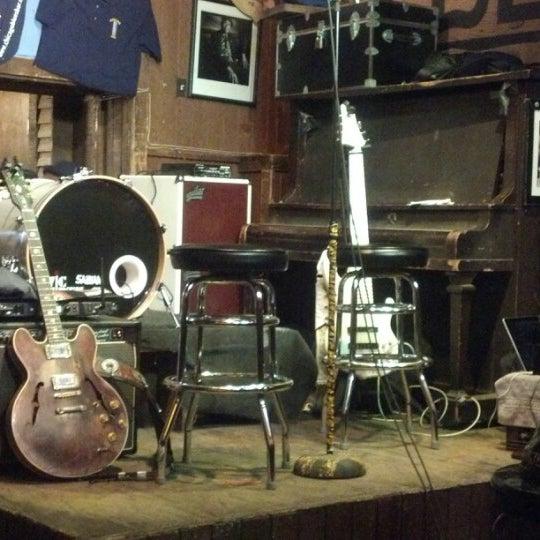 12/8/2012 tarihinde Olga S.ziyaretçi tarafından B.L.U.E.S.'de çekilen fotoğraf
