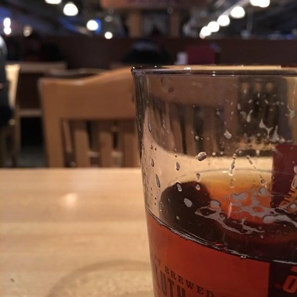 Foto tirada no(a) Huberts Sports Bar & Grill por Jeff N. em 1/7/2017