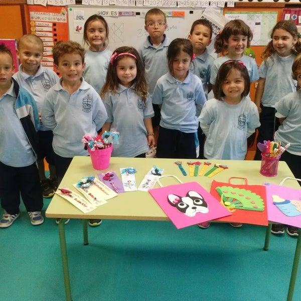Los escolares del proyecto educativo 'Enseñar para Emprender' ultiman la elaboración de sus productos