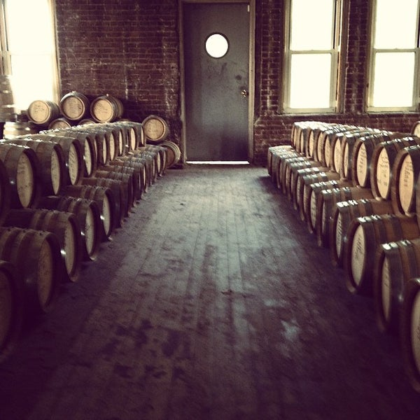 Foto scattata a Kings County Distillery da Ryan H. il 5/15/2013