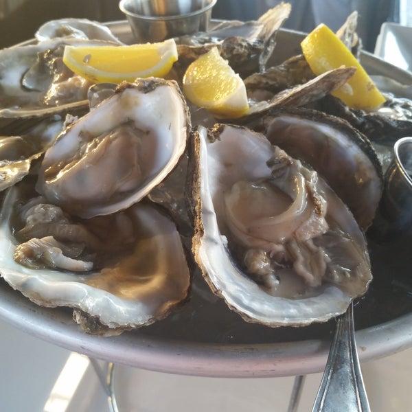 Foto scattata a Bourbon Street Restaurant and Catering da Bourbon Street Restaurant and Catering il 8/2/2016