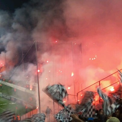 รูปภาพถ่ายที่ Toumba Stadium โดย Vittorio D. เมื่อ 11/26/2012