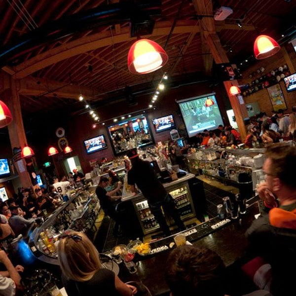 Located in close proximity to AT&T Park, Pete's does have a tendency to get majorly packed on game days, or after a special event or concert.
