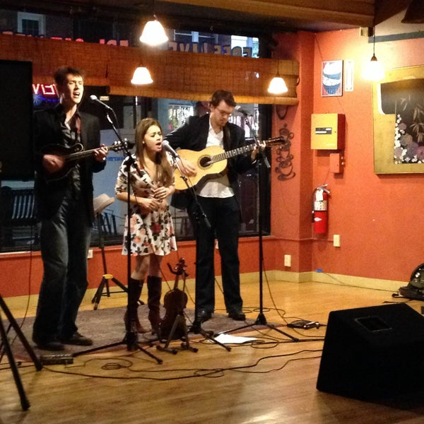 Foto tirada no(a) Dedham Square Coffeehouse por Dedham Square Coffeehouse em 3/29/2016