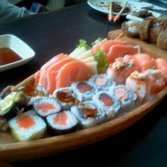 Foto tirada no(a) Kodai Sushi por Mantoan R. em 9/27/2012