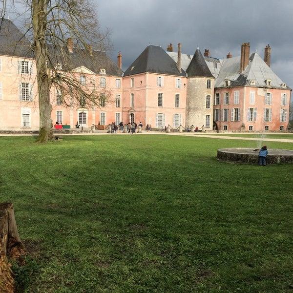 Foto diambil di Château de Meung-sur-Loire oleh edouard a. pada 4/4/2015