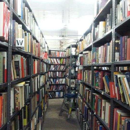 Foto scattata a Strand Bookstore da ByeongWook H. il 12/30/2012