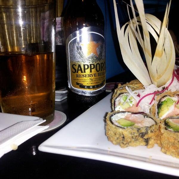 Foto tirada no(a) Red Koi Thai & Sushi Lounge por andy b. em 6/1/2014