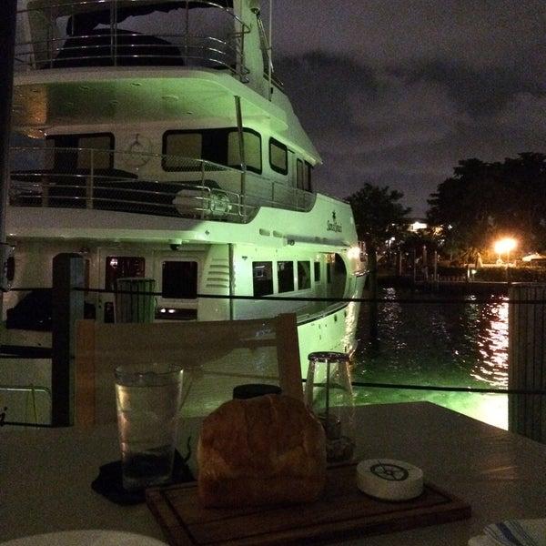 Photo prise au Bimini Boatyard Bar & Grill par Jerome le10/25/2015