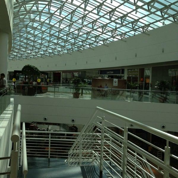 Foto tirada no(a) Shopping Palladium por Constanca em 3/27/2013