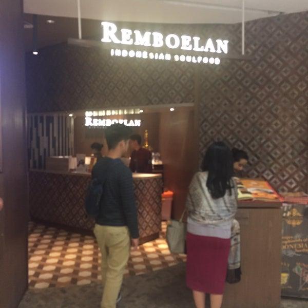 Foto scattata a REMBOELAN Indonesian Soulfood da kristianto u. il 3/12/2017