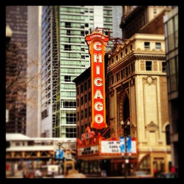 4/28/2013에 Joseph C.님이 The Chicago Theatre에서 찍은 사진