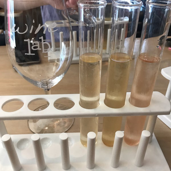 Foto diambil di Wine Lab oleh Ha D. pada 7/9/2017