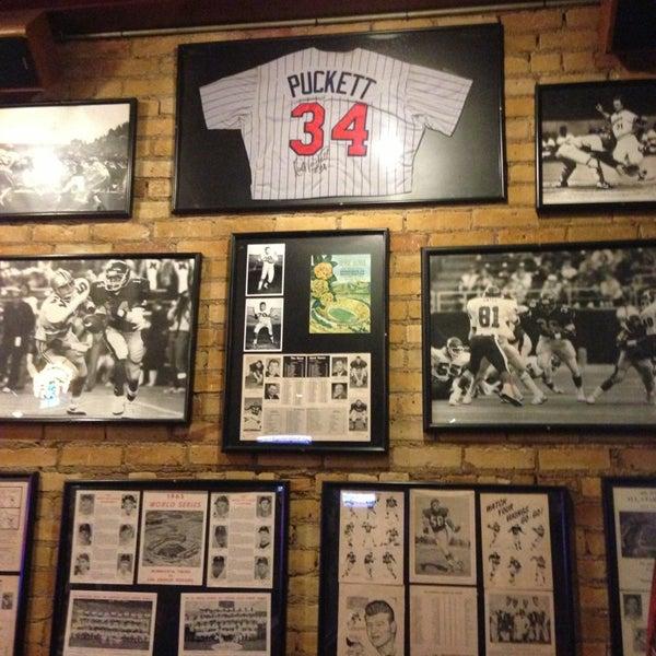 Foto tirada no(a) Huberts Sports Bar & Grill por Andre' H. em 1/18/2013