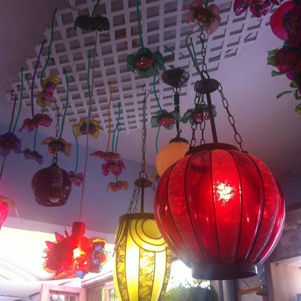 Foto diambil di Café Ambrosio oleh Caroline pada 2/11/2013
