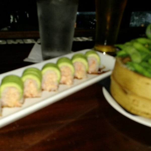 Foto scattata a Koi Fine Asian Cuisine & Lounge da S D Pete G. il 10/30/2015