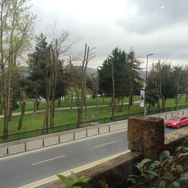 Das Foto wurde bei Anonim Türk Bistro ve Tatlı von Cihat A. am 4/19/2015 aufgenommen