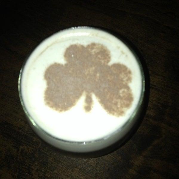 Foto scattata a McMullan's Irish Pub da Michelle F. il 7/28/2013