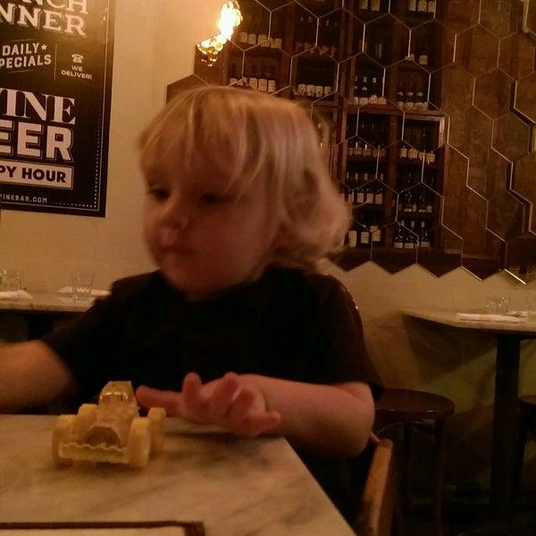 Foto tomada en OAK Restaurant & Wine Bar por lauren m. el 10/18/2016