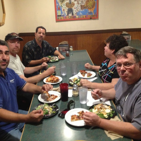 Round Table Pizza 815 1st St