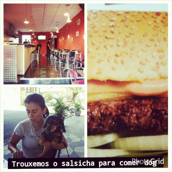 Снимок сделан в São Paulo Dog & Burger пользователем Jefferson A. 12/21/2013