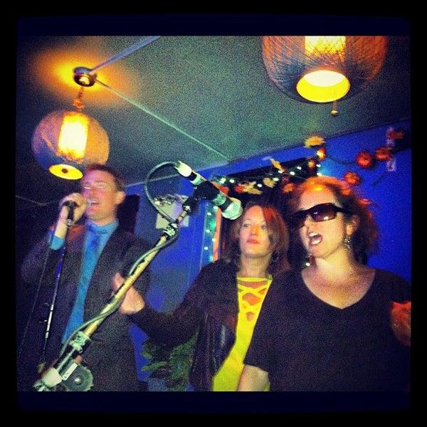 Снимок сделан в The Living Room пользователем Rick C. 10/11/2012