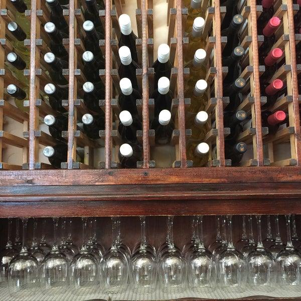 รูปภาพถ่ายที่ Pinkerton Wine Bar โดย Rick C. เมื่อ 8/9/2016