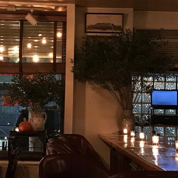 รูปภาพถ่ายที่ Pinkerton Wine Bar โดย Rick C. เมื่อ 12/5/2016