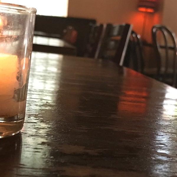 รูปภาพถ่ายที่ Pinkerton Wine Bar โดย Rick C. เมื่อ 5/8/2017