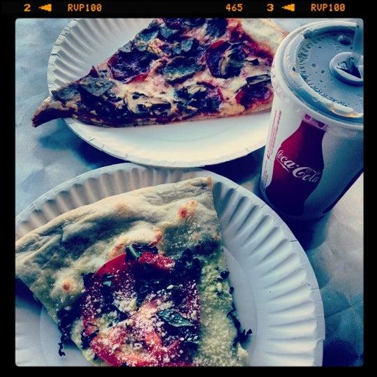 Foto scattata a La Rocco's Pizzeria da Love M. il 10/14/2012
