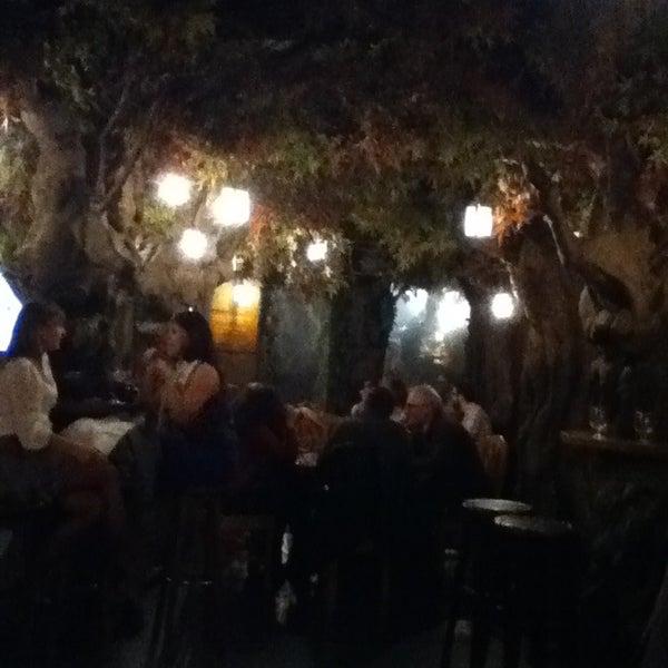 รูปภาพถ่ายที่ El Bosc de les Fades โดย Tiffany เมื่อ 4/2/2013