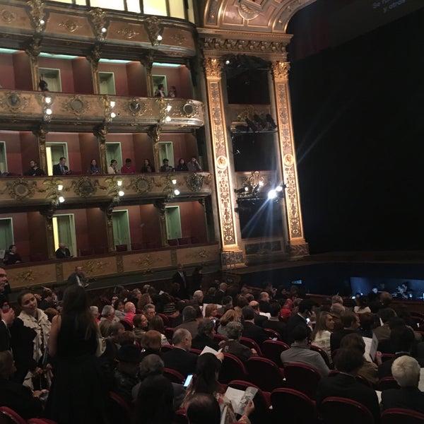 Das Foto wurde bei Teatro Colón von Natalia L. am 9/23/2016 aufgenommen