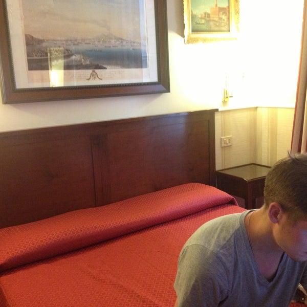 7/29/2013 tarihinde Шура К.ziyaretçi tarafından Hotel Des Artistes'de çekilen fotoğraf