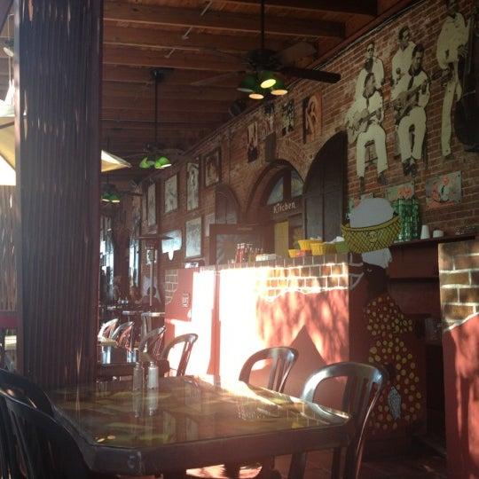 Foto diambil di El Meson de Pepe Restaurant & Bar oleh Juan A. pada 12/1/2012