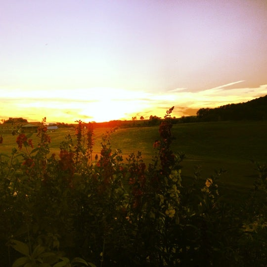 Снимок сделан в Early Mountain Vineyards пользователем Allison 9/13/2012