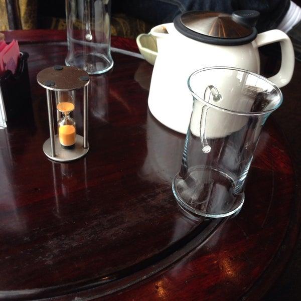 รูปภาพถ่ายที่ Tea Zone & Camellia Lounge โดย Judson S. เมื่อ 12/13/2013