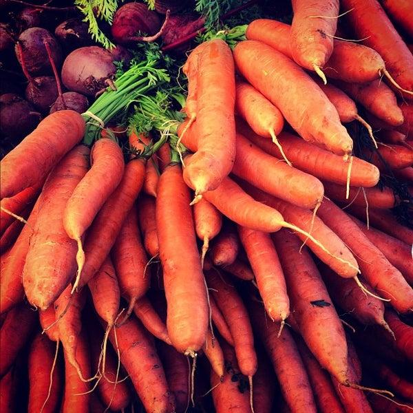 Photo prise au Ballard Farmer's Market par Judson S. le9/30/2012