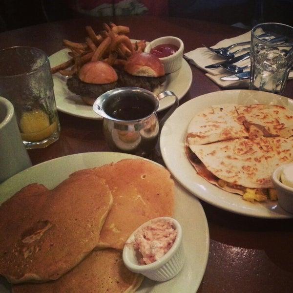 4/17/2013 tarihinde Monicaziyaretçi tarafından Good Enough to Eat'de çekilen fotoğraf
