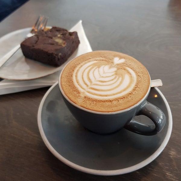 Foto tomada en Established Coffee por Scott H. el 4/21/2018