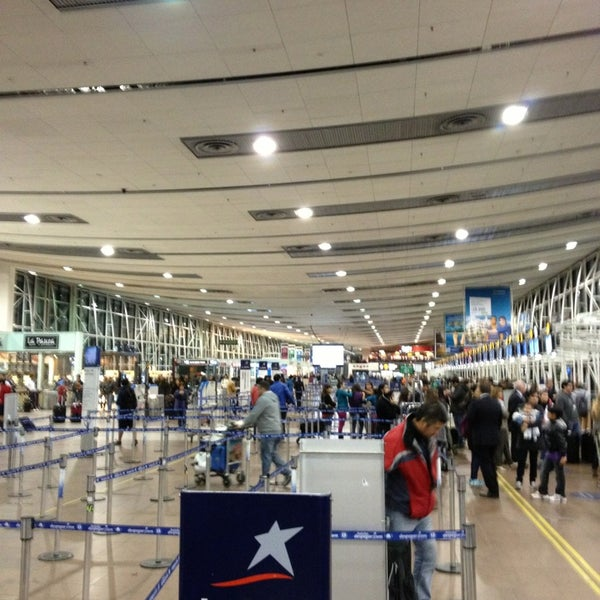 Foto tomada en Aeropuerto Internacional Comodoro Arturo Merino Benítez (SCL) por Claudio Andres el 7/11/2013