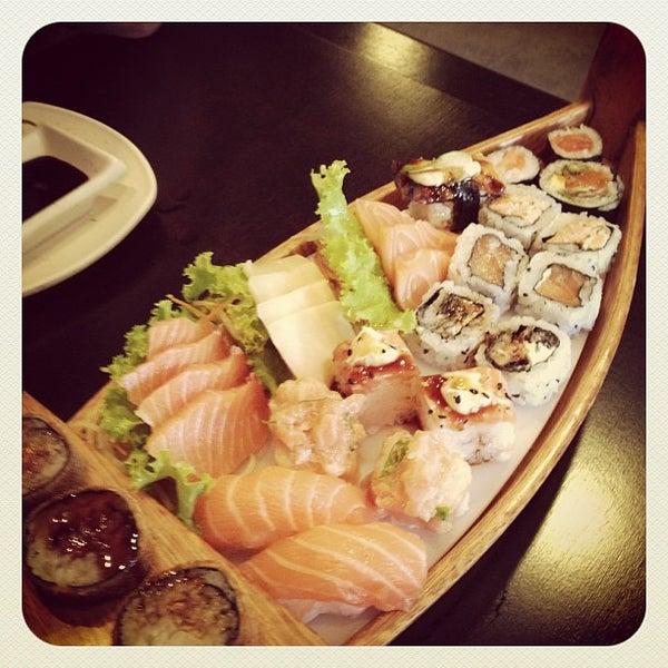 Foto tirada no(a) Kodai Sushi por Amanda M. em 10/6/2012