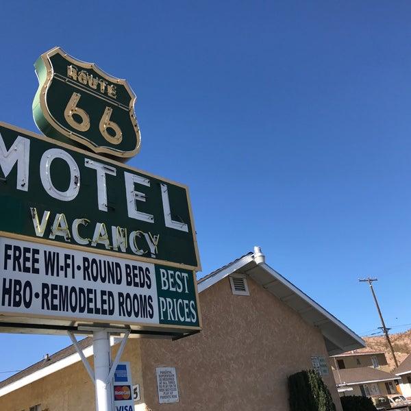 Foto diambil di Route 66 Motel oleh Offbeat L.A. pada 2/25/2018
