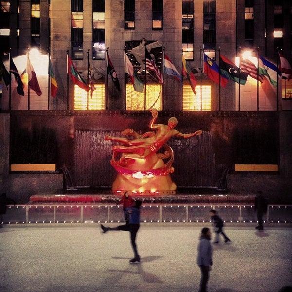 Das Foto wurde bei The Rink at Rockefeller Center von Ong A. am 2/11/2013 aufgenommen