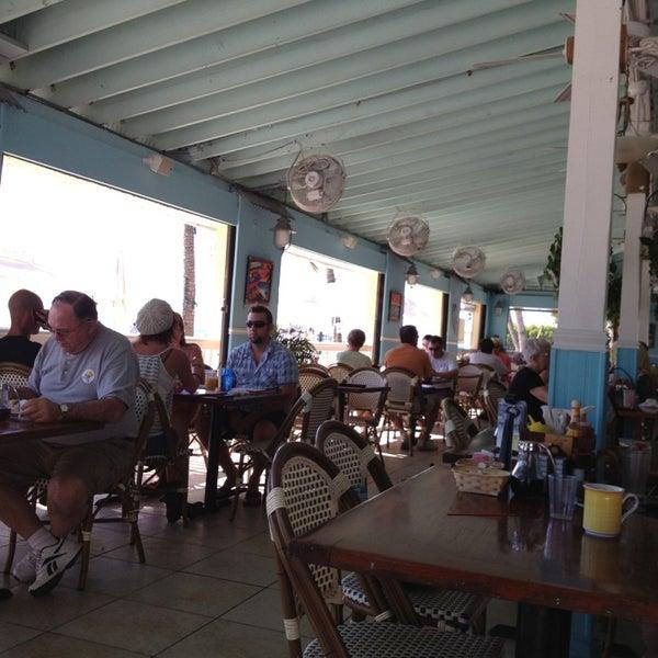 Foto tirada no(a) Southernmost Beach Cafe por Lori D. em 2/7/2013