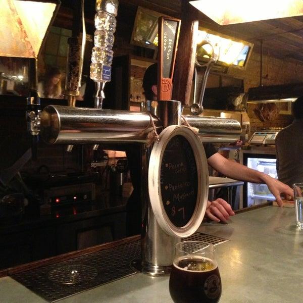 Foto scattata a Alphabet City Beer Co. da Lori D. il 7/12/2013