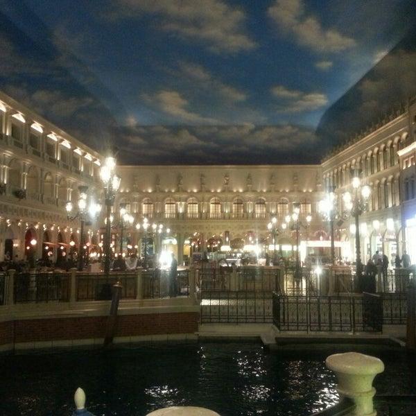 Foto tirada no(a) Venetian Resort & Casino por Karin R. em 4/3/2013