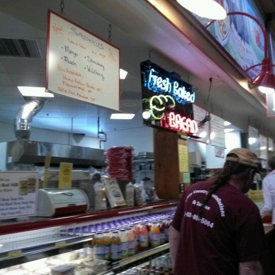 รูปภาพถ่ายที่ Bob's Red Mill Whole Grain Store โดย Daniel M. เมื่อ 9/25/2012